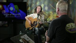 "Chely Wright Sings ""It Was"" on VOA's Border Crossings"