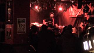 Chixdiggit cover - Gettin Air (Live @ Black Pirate's Pub - 02/11/2012)