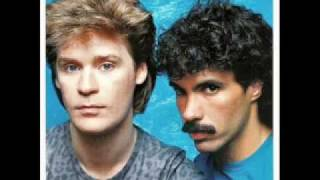 Hall And Oates - Out Of Touch video