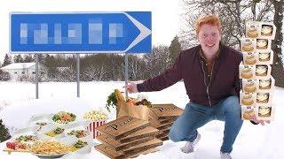 Klippet är i betalt samarbete med Coca-Cola.   Jag började fundera på vilken stad i Sverige som egentligen är billigast. Efter timmar av research hittade jag till slut en liten stad vackert belägen mellan Vänern och Vättern. Så jag åkte dit, träffade människorna, testade priserna och avnjöt måltider med snälla främlingar. Dessutom testade jag vad man får för 10.000 kronor i Sveriges billigaste stad. Hoppas ni tycker om klippet!