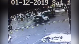 "В Бишкеке Subaru Forester сбил пешехода на ""Зебре"" — видео момента наезда"