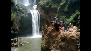preview picture of video 'ASCM.du 25au28 JUIN 2012.Cascades d'Ouzoud.(Beni-Mellal+AFourèr+Bin-el-ouidane..)prt2'