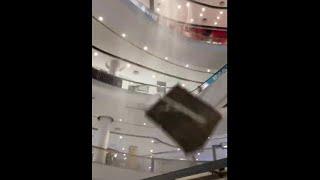 faze tari cade tavanul la un supermarket