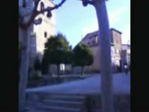 gusi en las escaleras de la plaza de zuñeda