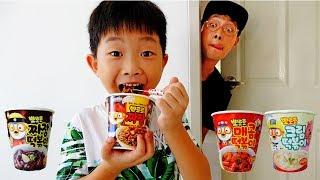 뽀로로 짜장면 아빠도 좋아해! 예준이의 뽀로로 떡볶이 짜장 라면 먹기 요리놀이 주방놀이 Pororo Noodle Kids Eat with Papa