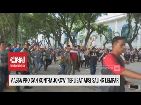 Ricuh! Massa Pro & Kontra Jokowi Terlibat Aksi Lempar