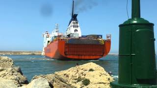 preview picture of video 'Manovra della Tirrenia nel porto di Livorno'