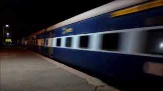 preview picture of video 'Midnight Madness MAHALAXMI Express MPS Action At Pimpri'