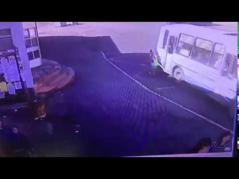 Водитель автобуса, чуть не убил ребенка из-за спешки