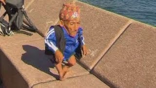 The shortest man in the world takes a trip to Sydney