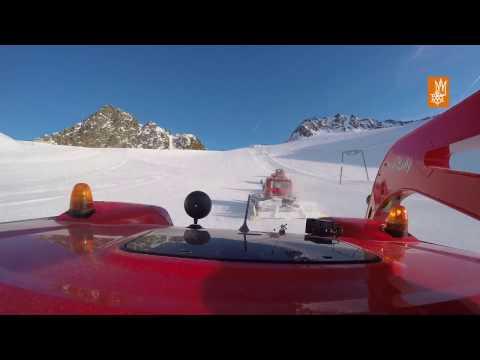 Pistenpräparierung am Stubaier Gletscher