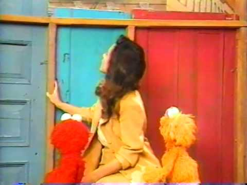 Fun Sesame Street outtake with Julia Louis-Dreyfus and Elmo