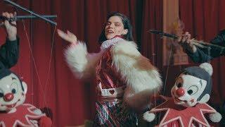 Musik-Video-Miniaturansicht zu Being Sad is Not a Crime Songtext von Soko
