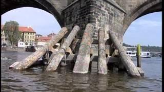 O poruchách a opravě Karlova mostu