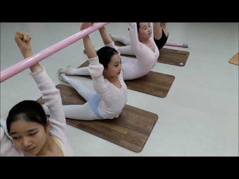 초등부 발레스트레칭 개구리 자세 의자 스트레칭,Stretching and flexibility exercises (성남 그랑발레학원)