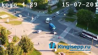 Вот это водитель? Видео момента ДТП в Кингисеппе с веб-камеры. Лобовой удар из засады. KINGISEPP.RU