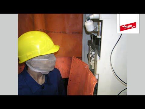 Störlichtbogenprüfung: Elektriker-Schutzhelm ohne und mit Visier