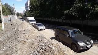 Улица Сьянова в Костанае . Объезд на грани аварии