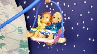 Snow ! Elsa and Anna toddlers - Ski lift - Skating - LOL dollhouse