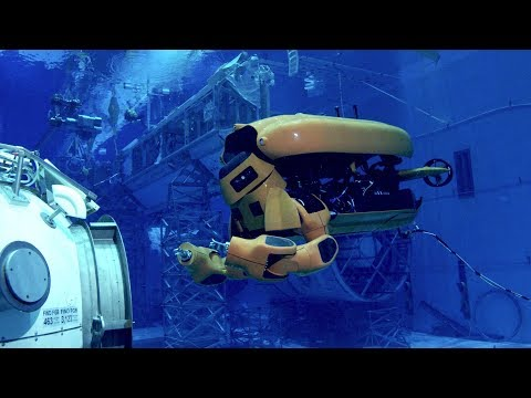 Aquanaut an autonomous submarine that transforms into a humanoid