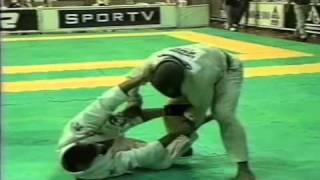 Gabriel Gladiator (Carlson Gracie) X Marcio 'Pe De Pano' Cruz (Gracie Barra) Mundial 1998