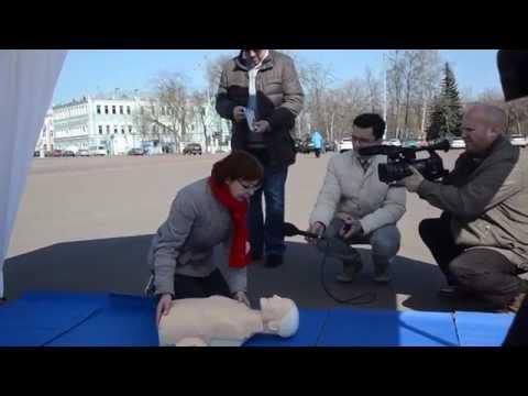 Фото: Гомельские водители, ГАИ и Красный Крест «лечили» рваные раны на площади Ленина