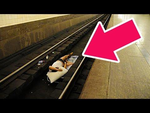 Что делать, если упал на рельсы в метро? Как выжить?