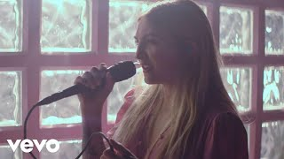 Julia Michaels   Uh Huh (Stripped) (Vevo LIFT)