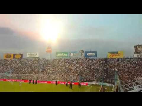 """""""La inimitable metiendo fiesta en la tribuna - Atletico Tucuman"""" Barra: La Inimitable • Club: Atlético Tucumán"""
