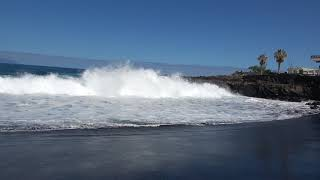 Тенерифе. Пляж черный песок.