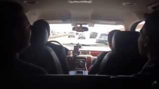 En route pour WonderCon 2015 - Jordan et Kristian chantent