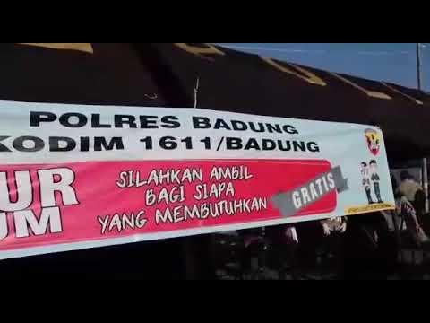 Polres Badung Bagikan Ratusan Paket Sembako di Tengah Wabah Corona