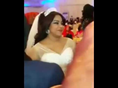 فيديو.. عروس سودانية تقدم فواصل من الرقص بالرقبة وتدهش الجمهور ومواطن سعودي يشارك بتعليقه