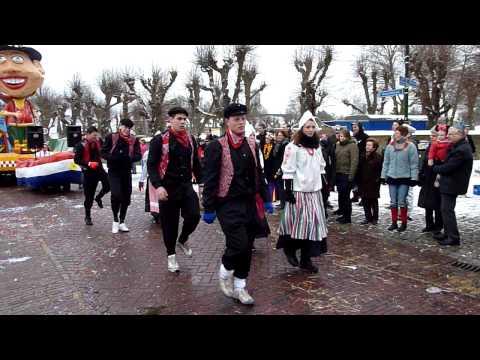 CV NMN VELP dansje tijdens de optocht in Reek