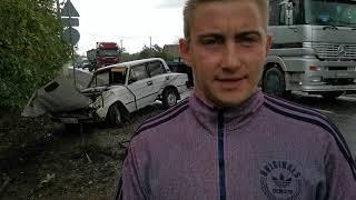 В Николаевской области столкнулись два ВАЗа: оба автомобиля перевернулись