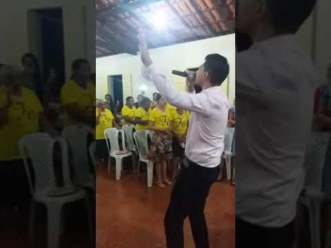 Levita Andresson Sousa Louvando na I.E.A.D da Missão Em Santana Do Pia