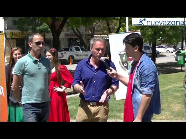 Se viene la Fiesta Nacional de la Avicultura en Crespo: La palabra del Intendente Schneider durante el show gastronómico en la plaza