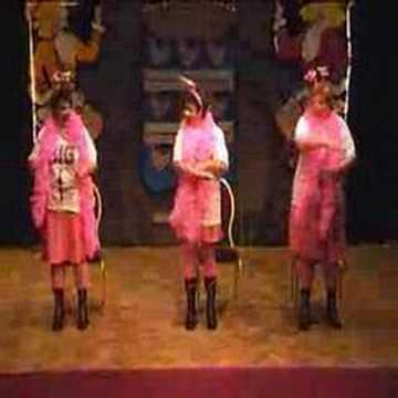 drie biggetjes dansen op k3