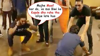 Ranveer Singh Apologises & Touch Akshay Kumar  Feet For Coming Late At Sooryavanshi Trailer Launch