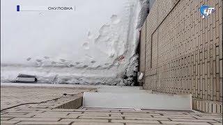 Из окна Окуловской ЦРБ выпала 36-летняя женщина