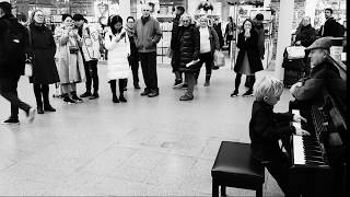 Cameron plays Nuvole Bianchi by Ludovico Einaudi at St Pancras on Piano