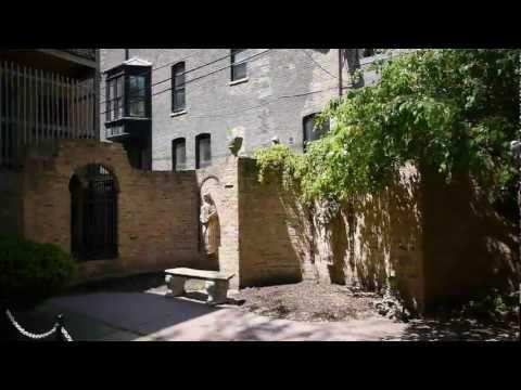 A lush urban getaway at 430 W Diversey, Lincoln Park