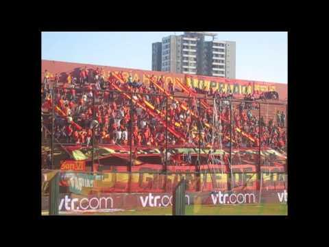 """""""En casa no nos para Nadie - FuriaRoja"""" Barra: Fúria Roja • Club: Unión Española • País: Chile"""