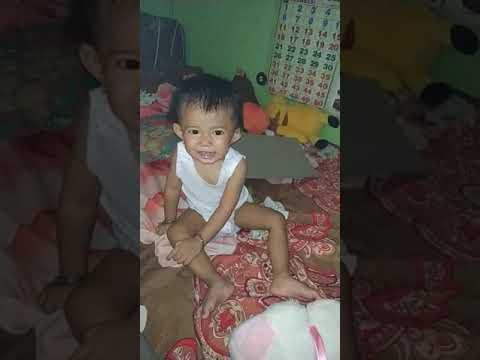 bayi kena flash hp lucu banget (ayesha azkadina)