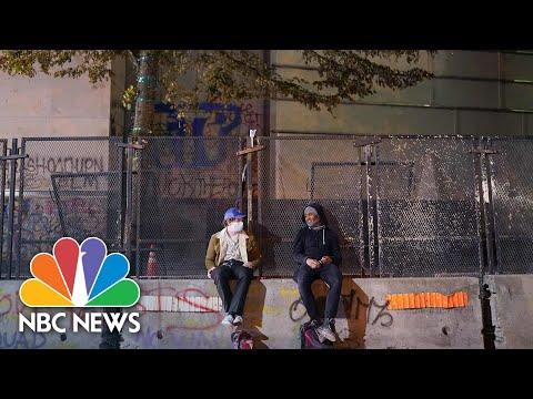 Protesters Return To U.S. Courthouse In Portland | NBC News NOW