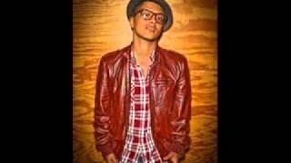Bruno Mars-Grenade (WITH  LYRICS!)