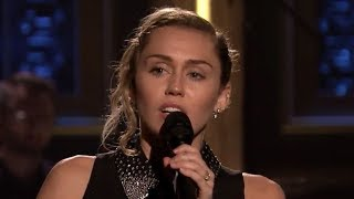 "Miley Cyrus Performs ""The Climb"" In Honor Of Las Vegas Victims"
