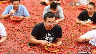 Kompetisi Makan Cabai Tabasco di China, Seorang Pria Mampu Habiskan 50 Cabai dalam Waktu 1 Menit