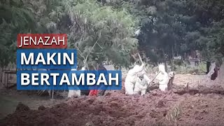 Mobil Jenazah Antre untuk Makamkan Jenazah Covid-19 di TPU Tegal Alur, Jakarta Barat