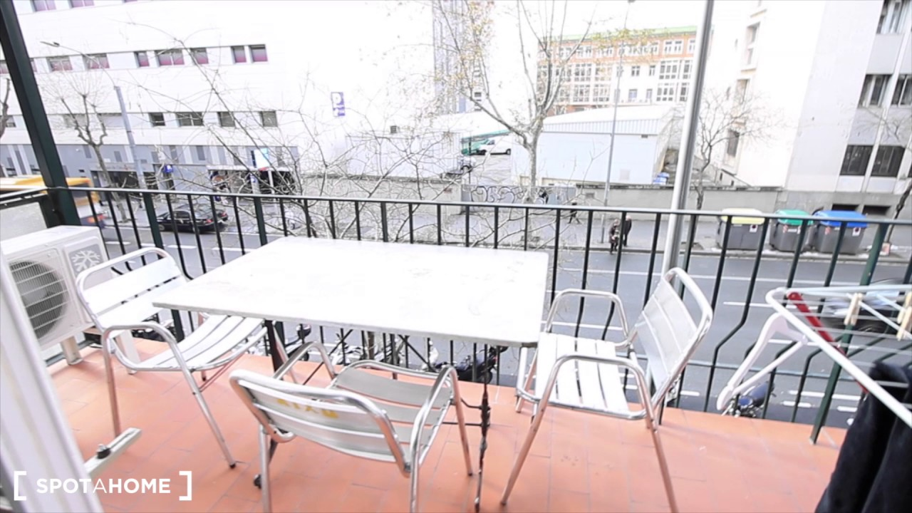 Rooms for rent in 6-bedroom apartment with balcony and AC in Sants